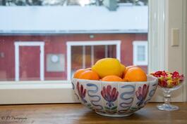 Tunnelmaa keittiön ikkunasta