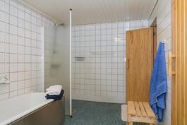 Kylpyhuone on alakerrassa