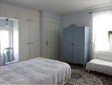 makuuhuone erillisellä sisäänkäynnillä