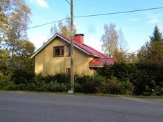 Keltainen talo Vanattarantien varressa