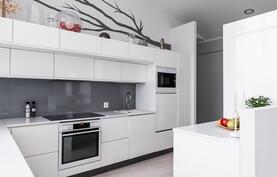 moderni valkea keittiö