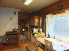 Keittiön pinnat on uusittu v. 1995
