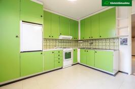 Keittiötä voi helposti uudistaa maalamalla kaappien ovet