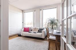 Toisesta makuuhuoneesta on mahdollista muodostaa 2 pienempää makuuhuonetta.