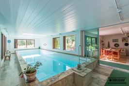 Osta tämä talo, niin pääset aamu-uinnille vaikka joka päivä!