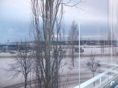 Talvinen näkymä parvekkeelta, kesäisin myös vesistönäkymät
