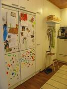 Keittiössä 2 x jääkaappi/pakastin