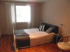 Laajennusosan makuuhuone