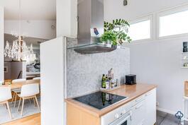 Keittiö ja ruokailuhuone