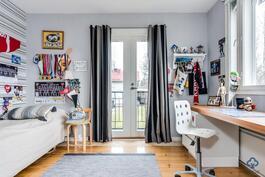 Makuuhuone ranskalaisella parvekkeella