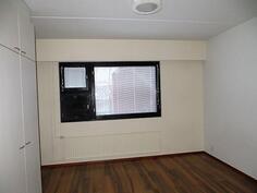Makuuhuone / alakerta