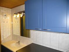 Kylpyhuone / alakerta