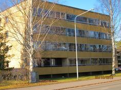 Taloyhtiö sijaitsee lähellä Kivelän koulua, keskustaankin vain 1 -1,5 km