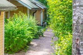 Ihastuttava vehreä asuinalue. Kaupungissa kuin maalla.