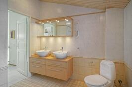 Laadukkaat WC-tilat palvelevat ylintä kerrosta