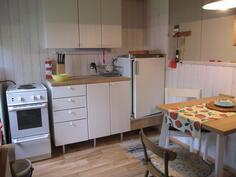 Saunarakennuksen keittiö