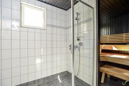Kylpy- ja saunaosasto on ihastuttava.
