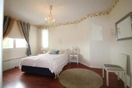Master bedroom, mh1