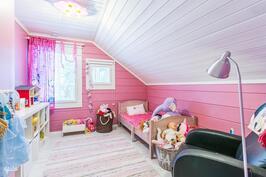 3. yläkerran makuuhuone