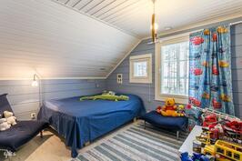 2. yläkerran makuuhuone
