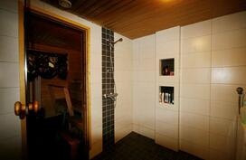 Pesuhuone ja sauna uusittu 2009