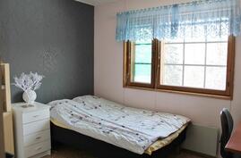 Makuuhuone 2. Yläkerta.
