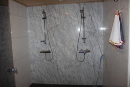 Pesuhuoneen suihku