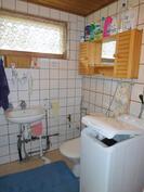 Pihatalon pesuhuoneessa on sähköinen lattialämmitys