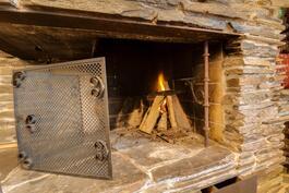 Tässä paistat makkarat saunan päälle ja vaahtokarkit talvi-iltaan