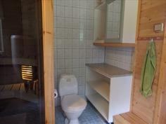 Kylpyhuoneessa on wc-istuin