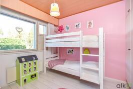Tämä huone sopii mainiosti lasten käyttöön.
