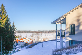 Huikeat näkymät avatuvat Kytäjän asuinalueen yli Kytäjärvelle.