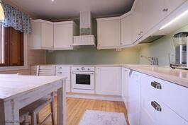 Vuonna 2011 uusittu keittiö