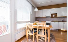 keittiö olohuoneesta katsottuna