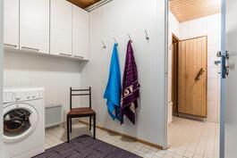 Lisäksi kodissa on erillinen ja toimiva kodinhoitotila..
