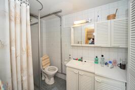 Alakerran suihku / WC tila