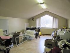 yläkerran 2. huone