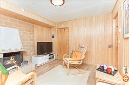 Takkahuone/saunatupa vaikka telkkarin katsomiseen.