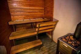 Oma sauna kutsuu rentoutumaan puukiukaan löylyihin!