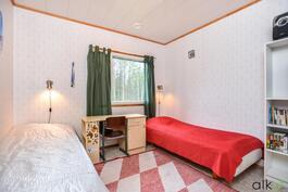 Huone sopii hyvin lastenhuoneeksi.
