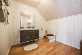 Yläkerran wc / Toalett i övre våningen