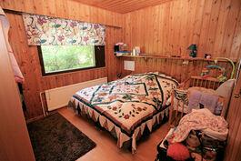 Olohuoneen päädyssä oleva makuuhuone