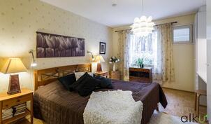 Alakerran makuuhuone on upea! Täällä nähdään hyviä unia!