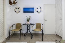 Sauna-ja kylpyosasto sekä pukuhuonetilat ovat Kodin alakerrassa.