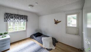 Kaikissa huoneissa on mukavasti ikkunat useampaan ilmansuuntaan.