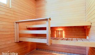 Viihtyisä sauna, jossa ikkuna