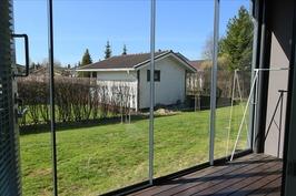 Lasitettu aurinkoinen veranta