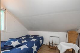 Sovrummet på övre våningen - Yläkerran makuuhuone