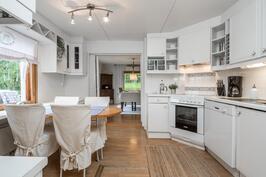 Valoisa ja toimiva keittiö - Ljus och funktionell kök
