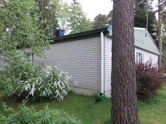 Talon takakulma naapurin puolelta